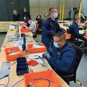 Coronavirus: les ouvriers de PSA démarrent le montage des boîtiers de respirateurs artificiels