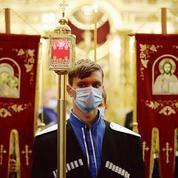 Les orthodoxes célèbrent Pâques en transgressant parfois les consignes du gouvernement