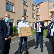 Coronavirus: les élus locaux en première ligne pour pallier les carences de l'État