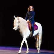 Avec Alex Lutz, misez sur le bon cheval sur Canal +