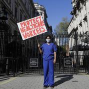 Au Royaume-Uni, Downing Street pressé de rattraper son retard sur le front du virus