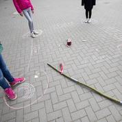 Déconfinement: à travers l'Europe, le retour à l'école a commencé en rangs dispersés