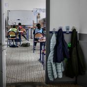 École: entre craintes et contraintes, les familles partagées sur la reprise