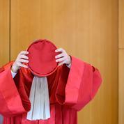 Les juges de la Cour constitutionnelle: les armes de la puissance allemande