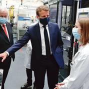 Emmanuel Macron donne à l'automobile un cap électrique