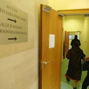 Accueil, séjour, visas, asile… La lente reprise de la gestion de l'immigration en France