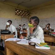 Partout dans le monde, les élèves retrouvent le chemin de l'école