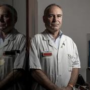 Confinement, masques, chloroquine... Un médecin accuse