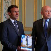 Après son discours, Emmanuel Macron attendu par une majorité vigilante