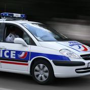 Deux ateliers de faux papiers démantelés à Paris