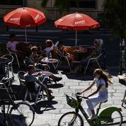 À l'approche de l'été, les Français oublient les gestes barrières
