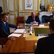 Remaniement, Covid, chômage: les pistes d'Emmanuel Macron pour sortir de la crise