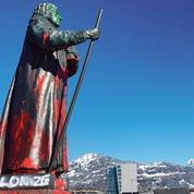 Au Groenland aussi les statues tombent