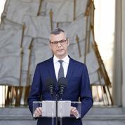 Gouvernement Castex: Macron cherche son «chemin» à droite