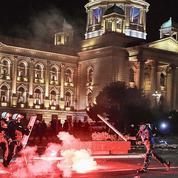 Coronavirus: violentes manifestations contre le couvre-feu à Belgrade