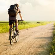 Coincé en Écosse, un étudiant grec parcourt 3500 kilomètres à vélo pour rejoindre sa famille