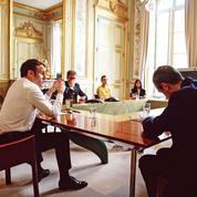 Macron «réinvente» son entourage, pas son quinquennat
