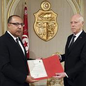 Tunisie: le président Saïed défie les partis