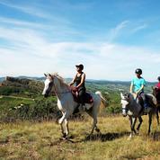 De la Roche de Solutré à Chaintré, nos conseils pour explorer la Bourgogne à cheval