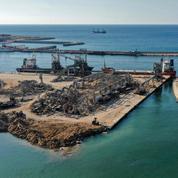 Sur le port de Beyrouth, déblayé par des soldats français, les appétits s'aiguisent