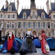 À Paris, l'Hôtel de ville accueille 200 migrants