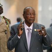 Alpha Condé s'accroche en Guinée