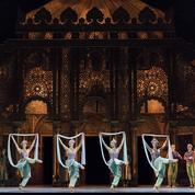 À l'Opéra de Paris, les danseurs face au Covid-19