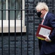 Covid-19: des mesures drastiques attendues en Angleterre