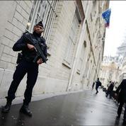 Après le drame de Conflans, la police veut sécuriser les établissements scolaires