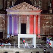 Emmanuel Macron rend hommage à Samuel Paty, «nouveau visage» de la République