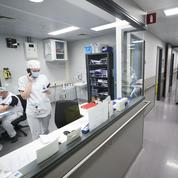 En Europe, des tours de vis plus ou moins stricts contre le virus