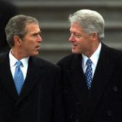 États-Unis: entre blagues potaches et dossiers sensibles, des passages de témoin entre présidents souvent houleux