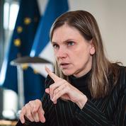 Covid-19: Agnès Pannier-Runacher, négociatrice en chef sur les vaccins