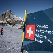 Ski à l'étranger: Emmanuel Macron crée la polémique