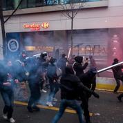 Loi «sécurité globale»: Emmanuel Macron rattrapé par la violence des manifestations