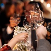 «Le Nouvel an, c'est sacré»: ces jeunes qui ne veulent pas renoncer à la fête malgré l'interdiction