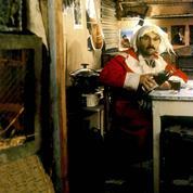 Pourquoi le Père Noël est-il le seul homme (ou presque) à porter du rouge?