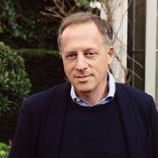 Le nouveau président de la BBC confronté à de nombreux défis