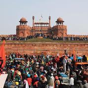 Inde: les paysans en colère prennent le Fort rouge