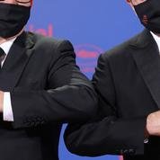 Masques, gestes barrières: quelle nouvelle civilité après un an de Covid?