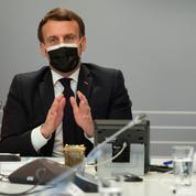 Covid-19: Macron investit la piste du traitement