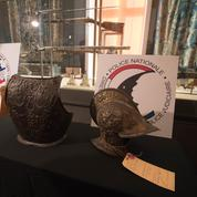 Un casque et un plastron de cuirasse du XVIe siècle restitués au Louvre près de 40 ans après leur vol