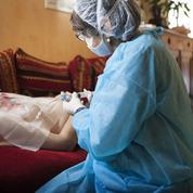 Hospitalisation à domicile: un moyen de désengorger les services saturés