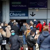 Vaccins: premières injections au Stade de France