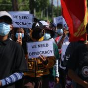 Birmanie: la junte bloque internet et bride l'accès à l'information