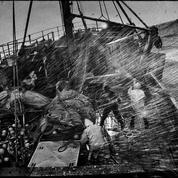 Dans la tempête, avec les travailleurs de la mer