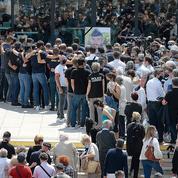 À Avignon, une foule de policiers et de riverains pour rendre hommage à Éric Masson