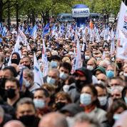 Manifestation des policiers: Mélenchon attaque le gouvernement et la droite qui affichent leur soutien