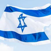 Londres: des drapeaux israéliens avec des croix nazies placardés dans une université, un homme arrêté