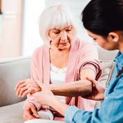 Des pistes pour aider les seniors à éviter la dépendance